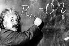 Einstein con una pizarra negra